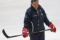 Jména vyřazených oznámil jeden z asistentů Josef Paleček, který při utkání v Havlíčkově Brodě zastupoval hlavního kouče Aloise Hadamczika.