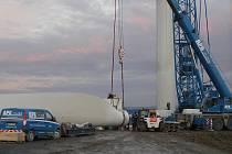 Na Brodsku jsou tři větrné elektrárny.  Dvě u Věžnice, jedna u obce Kámen. Právě stavba této třetí elektrárny  se stala nevšení podívanou pro zvědavce z širokého okolí. Části elektrárny vozila plzeňská konstrukční  firma na speciálních kamionech.