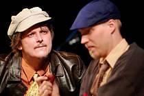 Michal Malátný (na snímku vlevo) prokázal herecké vlohy například už v projektu s názvem Autopohádky, v němž kapela Chinaski kombinovala své největší hity s kouzelnou říší pohádek.  Nyní se frontman skupiny objevuje ve hře Šampionky.