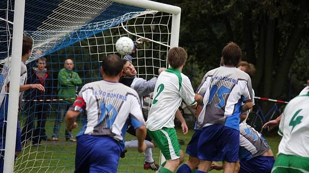 Na druhém místě s největší pravděpodobností skončí světelští fotbalisté (v modrém) v letošním ročníku I. A třídy.