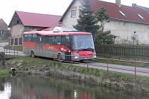 Dopravní společnosti Arriva chybějí řidiči, šoférovat autobus mladé neláká
