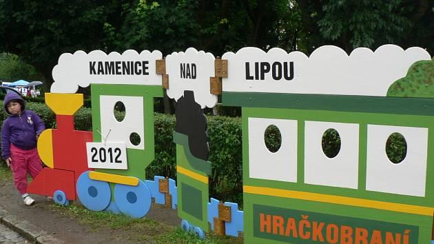 Krásné nové nablýskané hračky, ale například i letité mašink nabídl o víkendu už sedmý ročník Hračkobraní v Kamenici nad Lipou.