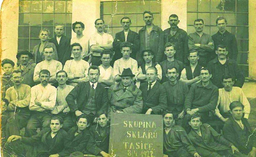 Skláři z Tasic, Dvacátá léta 20. století.