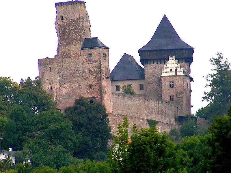 S hradní dominantou se titul město skvěle doplňuje.