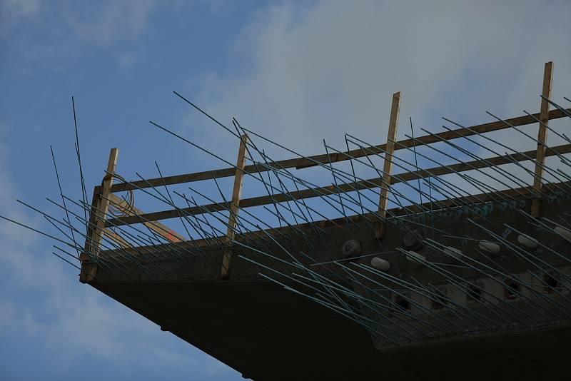 Betonáž mostu na obchvatu v Havlíčkově Brodě.