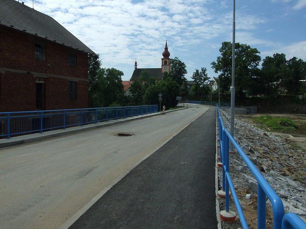 Zrekonstruovaný most v Dolní Krupé.