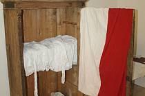 Příběh textilu ze staré skříně v muzeu.