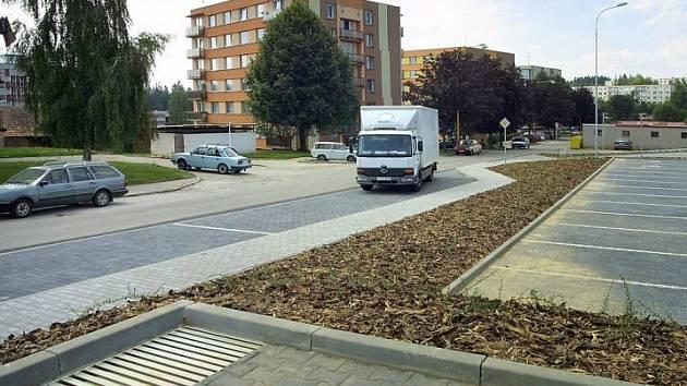 Likusák. Nové parkoviště pro šest desítek aut otevře světelská radnice v nejbližších dnech. Získala na něj dotaci ze státního rozpočtu.