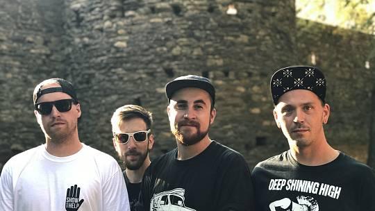 Společná fotka kapely. Ondřej Balada, Jakub Šrytr, Honza Tuček, Petr Šrutka (zprava)