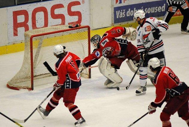 Ze sobotního hokejového utkání HC Rebel Havl. Brod - HC Piráti Chomutov.