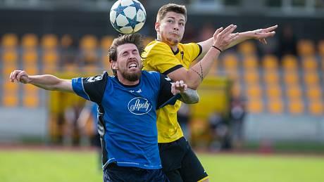 Podle Miroslava Plíška jeho svěřenci (ve žlutém) v Přibyslavi body ztratili. Prohráli tam totiž 0:1.
