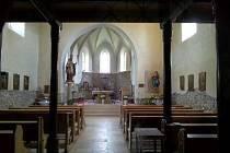 Vitráže v kostele byly vyrobeny vroce 1945.