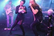 Lucie Bílá a Kamil Střihavka zazpívají na dvojkoncertě již ve středu v areálu zámeckého lesoparku ve Světlé.