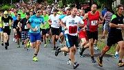 Běžci v ulicích Borové.