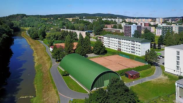 Tenisová hala a kurty ve Světlé nad Sázavou. Foto: poskytl Tomáš Rosecký