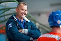 Hodonínští hokejisté v předposledním přípravném zápase zvítězili 8:1. Kouč Drtičů Stanislav Beťko se po utkání s Moravskými Budějovicemi právem usmíval.