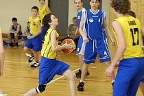 Basketbaloví žáci U 14 Havlíčkova Brodu hrající pod hlavičkou BC Vysočina (s míčem Pavel Koumar) sehráli poslední dvě ligová utkání v letošní sezoně. S nejvyšší žákovskou soutěží se rozloučili dvěma porážkami se Snakes Ostrava a NH Ostrava.