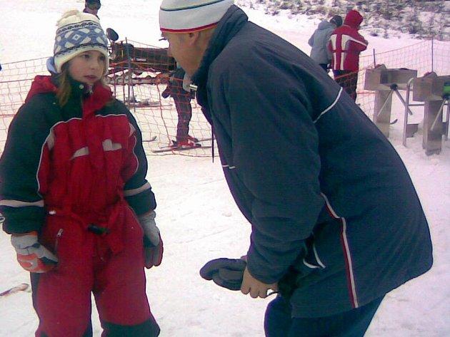 Desetiletá Kateřina Pecnová bude zřejmě na svůj úterní lyžařský den vzpomínat s úsměvem. Stala se totiž první lyžařkou roku 2008.