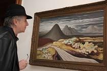 Nesmrtelné dílo Zrzavého bylo před pěti lety vystaveno v havlíčkobrodské galerii a v roce 2008 v Mirbachově paláci v Bratislavě, odkud je fotografie. Návštěvnice výstavy si prohlíží Zrzavého obraz ostravských hald.
