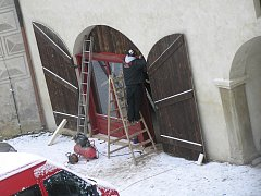 Na hradě v Ledči se už 14 dní stavějí kulisy..