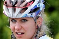 Královnou se na cyklistickém závodě Kolem Melechova stala Anna Kolářová (na snímku), která vyhrála ženskou kategorii a ještě se stala Miss závodu KM 2015.