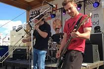 V sobotu se konal na Havlíčkově náměstí v Brodě tradiční studentský Majáles. Na pódiu se představilo celkem sedm kapel.