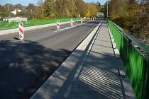 V loňském roce byl v Okrouhlici opraven most přes řeku Sázavu, v roce příštím vybudují nový most přes železniční trať.