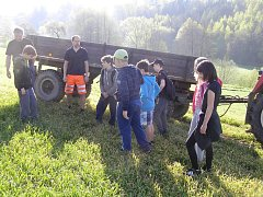 Mali hasiči z Dobré se vydali na sběr kamení.