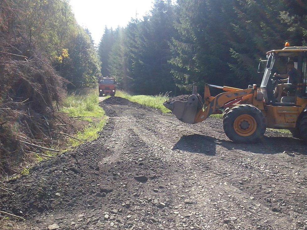LDO Chraňbož nemá na megalomanské sídlo peníze. Musí se starat o les a udržovat i lesní cesty.