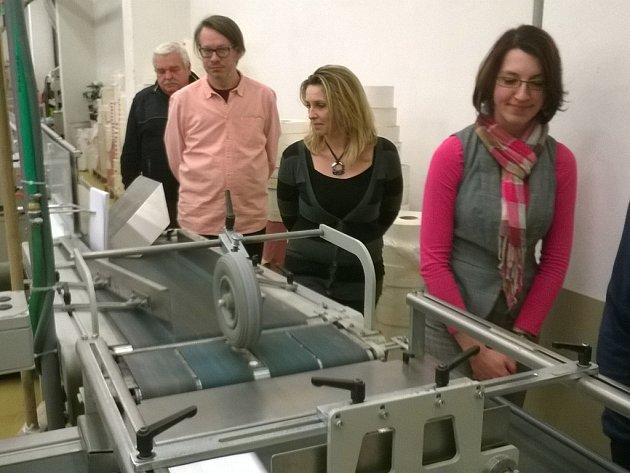 Účastníci jednání si prohlédli výrobní provoz havlíčkobrodské tiskárny a při komentované prohlídce se seznámili s technologií výroby knih.
