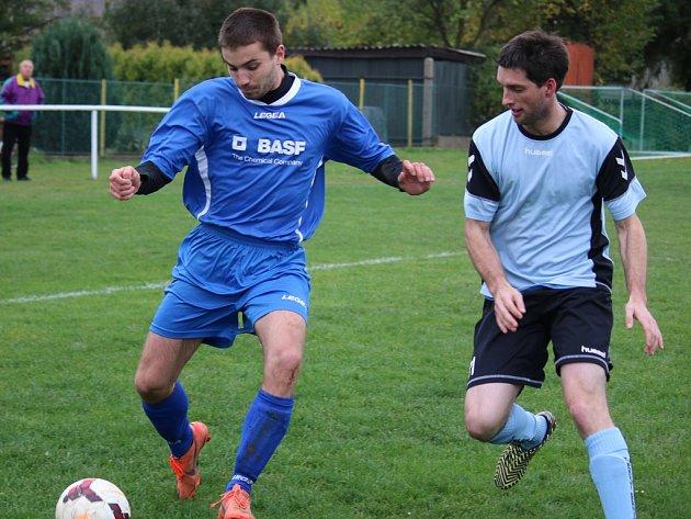 Tři góly inkasovali fotbalisté Lípy (vlevo) na hřišti Habrů, kde prohráli 3:1.