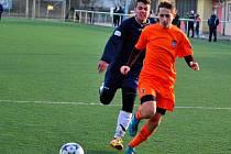Pojistit výhru se povedlo v nedělním zápase mladšího dorostu útočníku Tomáši Nedvědovi (v tmavém), který vstřelil druhý gól svého týmu proti Boskovicím.