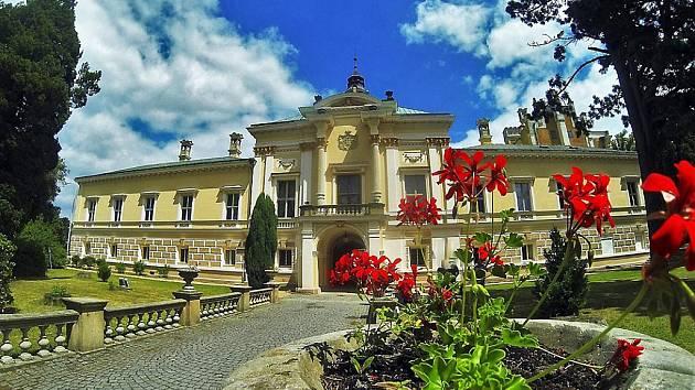 Kolem deseti tisíc lidí letos do konce září přivítal zámek ve Světlé nad Sázavou na Havlíčkobrodsku, což je podle majitelky zámku Heleny Degerme více než o třicet procent proti loňsku. Ilustrační foto.