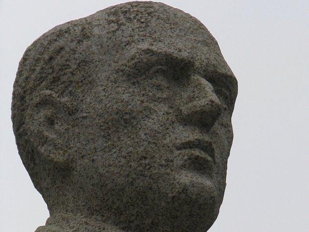 Po dlouhých jedenasedmdesáti letech se do Havlíčkova Brodu vrátila socha Antonína Švehly.