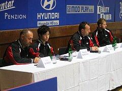 Tisková konference stolních tenistů brodského klubu STEN marketing HB Ostrov před odletem do francouzského Chartres.
