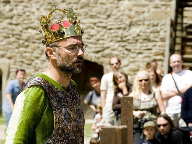 Vladimír Pěnkava alias převtělený Karel IV. přijel na hrad Lipnice se svým vzdělávacím projektem Faber.
