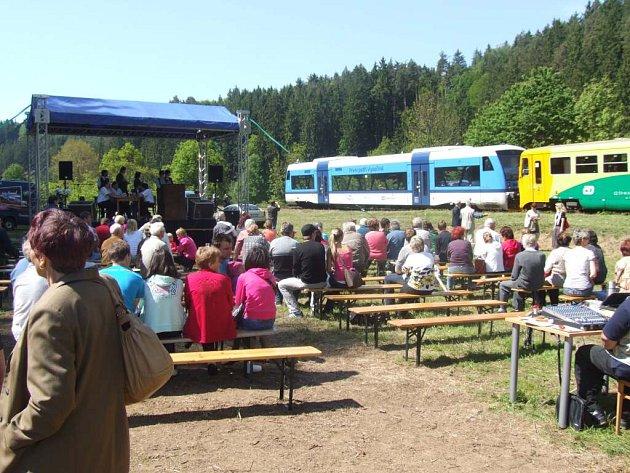 Před sto lety zastavil první vlak v zastávce Vilémovice.