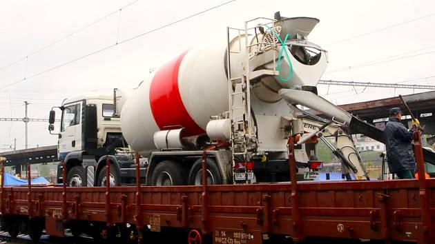 Železniční vagony vozívají právě v těchto dnech vskutku netradiční náklady.