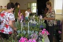 Výstava květin provoněla pohledský zámek