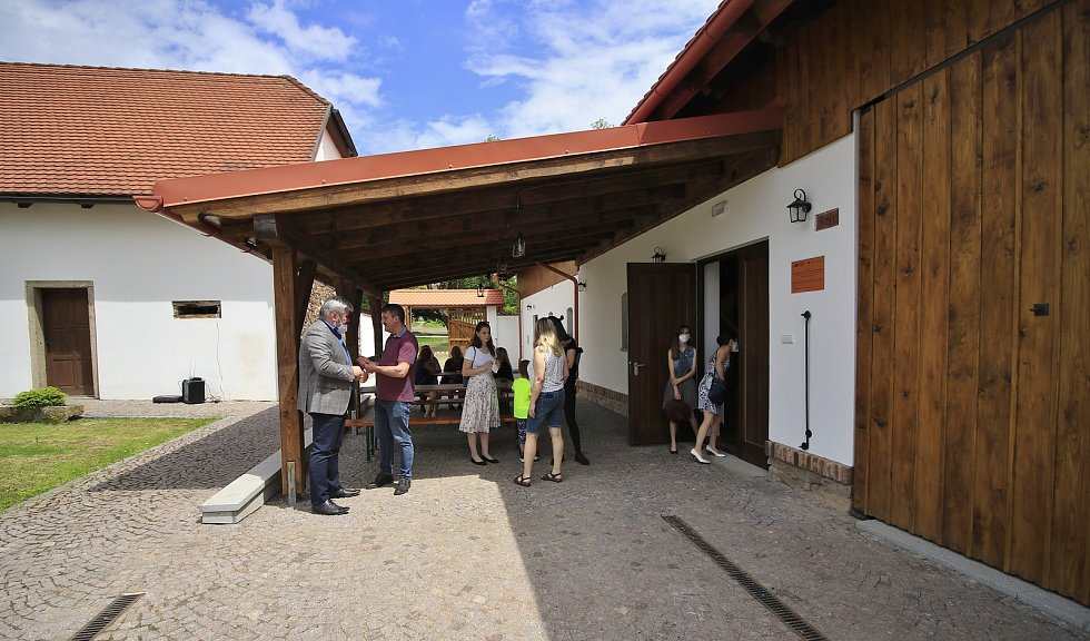 Slavnostní otevření kulturní stodoly v Libici nad Doubravou.