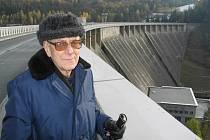 První hrázný. Třicet let života prožil Josef Šikula na Vírské přehradě ve funkci hrázného. Největší vodní nádrž na Žďársku už stojí rovných padesát let.