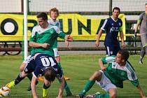 Důležité body si v boji o záchranu připsal připsal ždírecký Tatran (ve světlém), který v domácím prostředí porazil Vrchovinu 1:0 a postavil tím základ k boji o záchranu v soutěži.