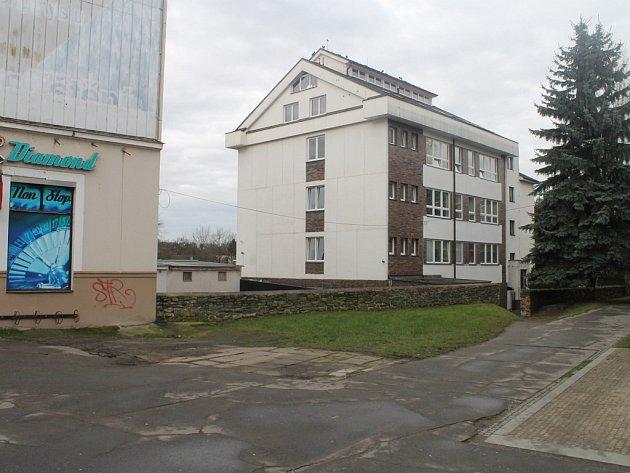 Vlastník chce svůj pozemek v Dolní ulici (na snímku) komerčně využívat. Podle platného územního plánu města Havlíčkova Brodu to ale není možné.