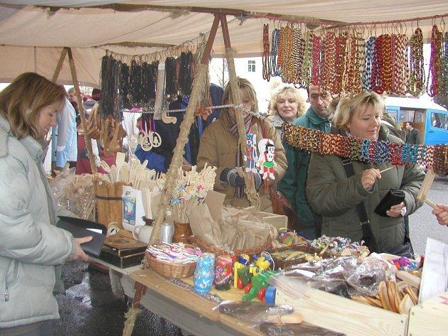 Josefské trhy ve Světlé nad Sázavou pokaždé přilákají do centra několik desítek lidí.