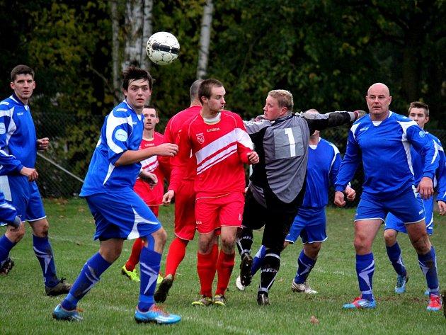 Jedenáct gólů viděli diváci v Habrech, kam přijel Pohled, který dohrával o devíti a prohrál 9:2.