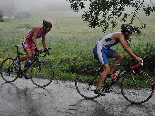 Zima, déšť, mlha. Tak vypadal loňský 13. ročník melechovského triatlonu. Hlavní pořadatel Jiří Pecha věří, že letos počasí ukáže svou vstřícnější tvář.