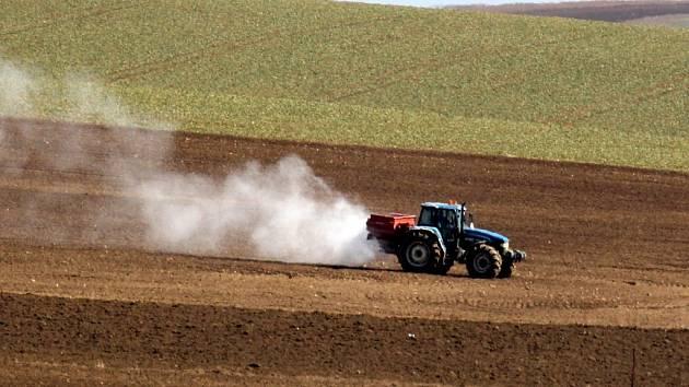 Zemědělci vsadili na obilí, řepku a kukuřici.