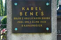 Karel Beneš z Německého Brodu byl 4. října 1938 pochován na hřbitově v Jilemnici.