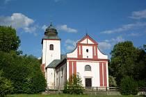 Kostel sv. Víta. Ten je jedinou stavbou, která byla z původní vesnice zachráněna.