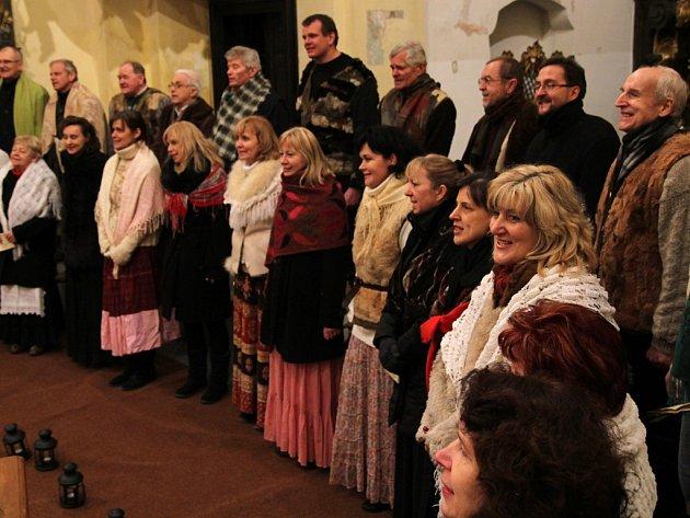 Koledy. Pod taktovkou mladé sbormistryně Jany Lstibůrkové zazněly v Havlíčkově Brodě o prvním svátku vánočním neznámé vánoční písně z různých koutů   Čech  a Moravy.